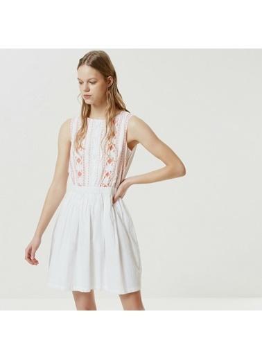 Yargıcı Nervür Detaylı Kolsuz Elbise Beyaz